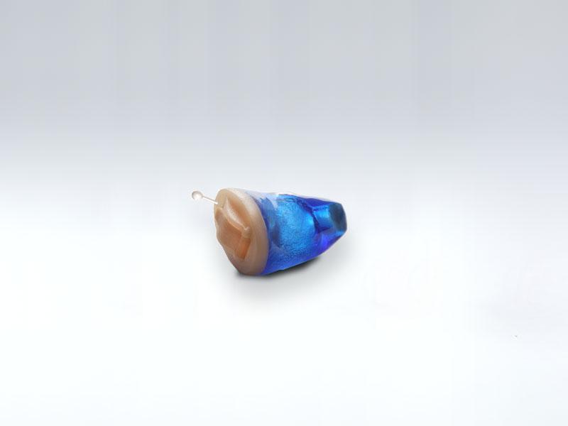 Apparecchio acustico endoauricolare, dimesioni ridotte e costruito su misura del condotto uditivo esterno per ogni paziente. Apparecchio adatto al trattamento delle ipoacusie fino a 70 dB HTL...